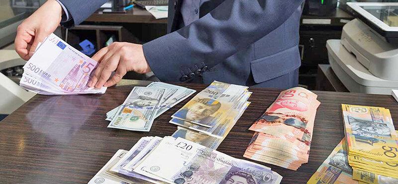 اتفاق عجیب در بازار دلار | یورو در آستانه ۱۵ هزار تومان