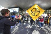 فعالان زیستمحیطی در فرودگاه ژنو تجمع کردند
