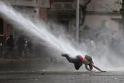 عکس روز: آبپاش و معترض