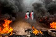 عکس روز: در میان آتش و دود