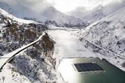 عکس روز | نیروگاه خورشیدی در میان دریاچه