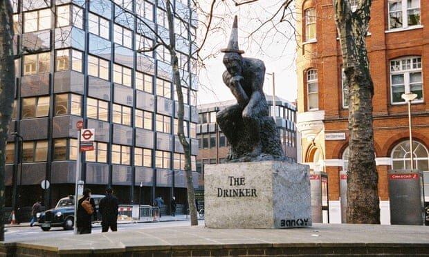 مجسمه درینکر اثر بنکسی