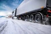 کامیونهای سنگین در سطح یخزده حادثهساز هستند