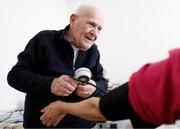یک مورد عجیب و جالب | دکتری که در ۹۸ سالگی هنوز طبابت میکند تا ابله نشود