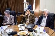 تصاویر واکنشهای احمدینژاد به عکاسان در جلسه مجمع تشخیص