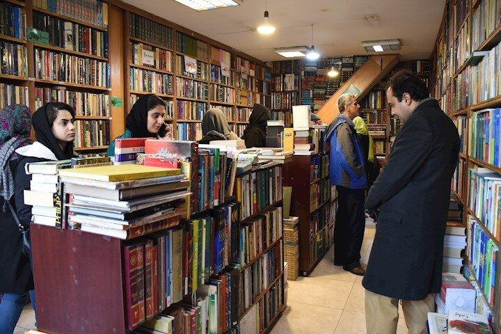 کتابفروشان انقلاب