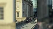 حمله تروریستی پل لندن دو کشته به جای گذاشت | فیلم: رهگذران با مهاجم درگیر شدند