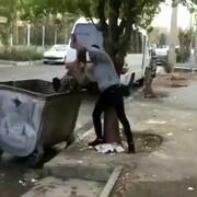 اقدام بیشرمانه یک جوان در انداختن کودک کار به سطل زباله