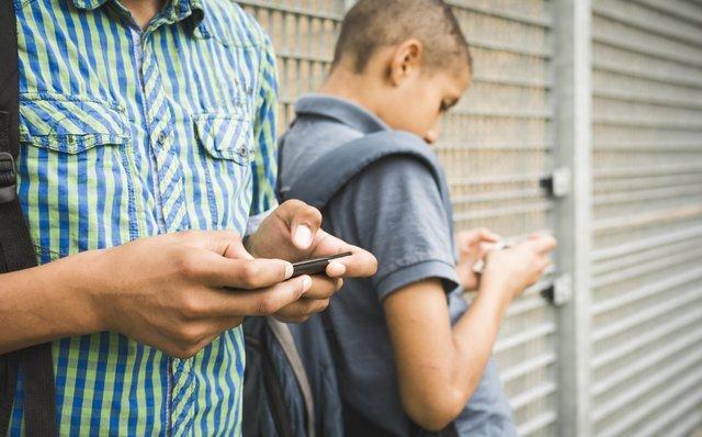 تلفن همراه نوجوان