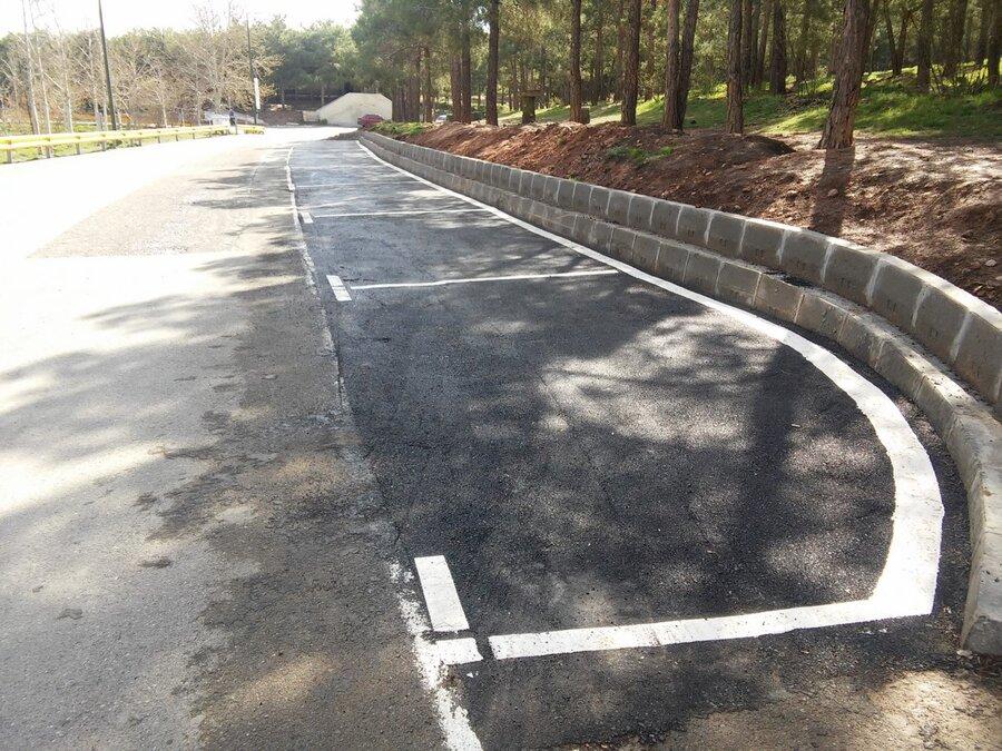 جای پارک خودرو در بوستان سرخه حصار