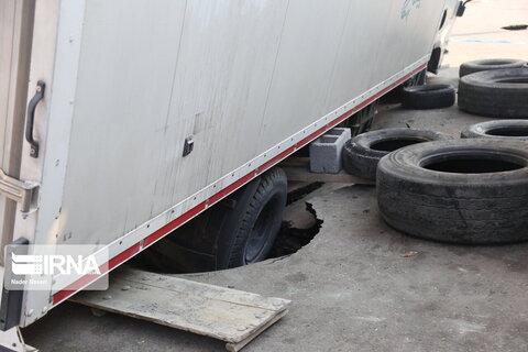 فرو رفتن یک کامیون در نزدیکی روستای حسنلنگی بندرعباس