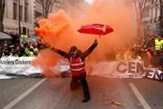 عکس روز: جلیقهقرمز معترض