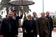عکس | استقبال لاریجانی از روحانی در زیر باران