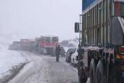 بارش برف و باران جادههای خراسان شمالی را لغزنده کرد