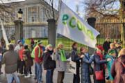 بروکسل؛ حامیان محیط زیست زنجیره انسانی تشکیل دادند