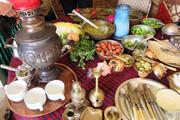 سرو غذاهای سنتی در اقامتگاههای بومگردی کردستان