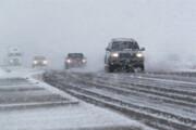 مه غلیظ و بارش برف تردد در جادههای زنجان را کند کرد