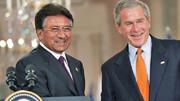 مشرف روی تخت بیمارستان | رئیسجمهوری پیشین پاکستان به مرگ محکوم شد
