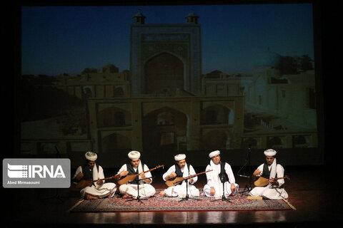 اجرای موسیقی مقامی دو تارنوازان تربت جام در سمنان