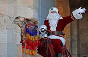 عکس روز: پاپا نوئل فلسطینی سوار بر شتر