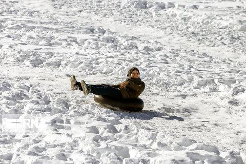 تیوبسواری در پیست اسکی بارده