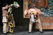 یک نمایش عروسکی با مواد دورریختنی