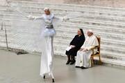 عکس روز | اجرا در حضور پاپ