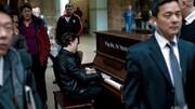 فیلم | وقتی یک موسیقیدان حرفهای پشت پیانوی خیابانی مینشیند