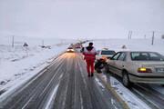 سرنشینان ۴۴ خودرو گرفتار برف در اشنویه رهایی یافتند