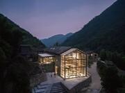 تصاویر | هتل - کتابخانهای با دیوار شیشهای در دل جنگل