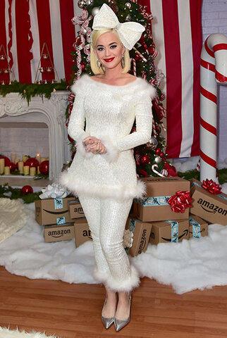 کیتی پری با تیپ کریسمسی.