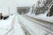 جادههای ۱۳ استان کشور برفی و بارانی است | انسداد در ۱۰ جاده کشور