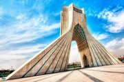فیلم | برج و میدان آزادی با تمثال سردار سلیمانی نور باران شد