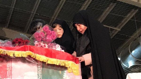 وداع دختران شهید طارمی با پدر گرانقدرشان