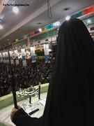 عکس | دختر شهید سلیمانی سلاح به دست در نماز جمعه