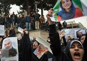 تصاویر تجمع دانشجویان   تصاویر جانباختگان سانحه سقوط هواپیما و شهید سلیمانی در دست دانشجویان
