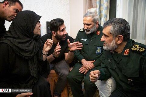 دیدار سردار حاجی زاده با خانواده شهیده فاطمه محمودی از شهدای سقوط هواپیما