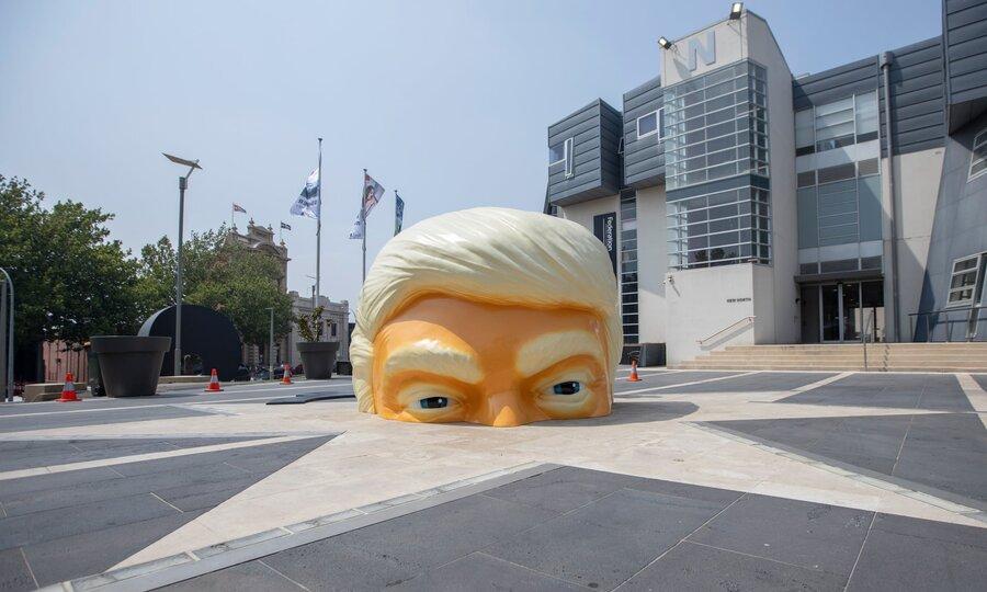 مجسمه سر ترامپ
