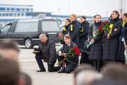 عکس روز | به احترام جانباختگان PS752 | خلبانان زانو زدند