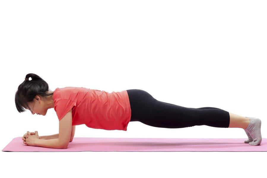 ۳ حرکت ساده برای ساختن بدنی قوی و ورزشکاری