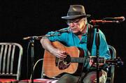 مرگ ناگهانی خواننده و آهنگساز ۷۱ ساله آمریکایی روی صحنه