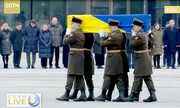 نحوه تشییع پیکر خدمه پرواز هواپیمایی اوکراین را ببینید | خلبانانی که زانو زدند