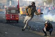 عکس روز| بازگرداندن گاز اشکآور