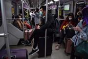 عکس روز | با ماسک در مترو