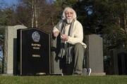 مردی به طور تصادفی با قبر خود روبرو شد