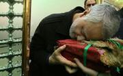 عکس قدیمی کمتر دیده شده از شهید قاسم سلیمانی | تصاویری از سردار در حرم رضوی