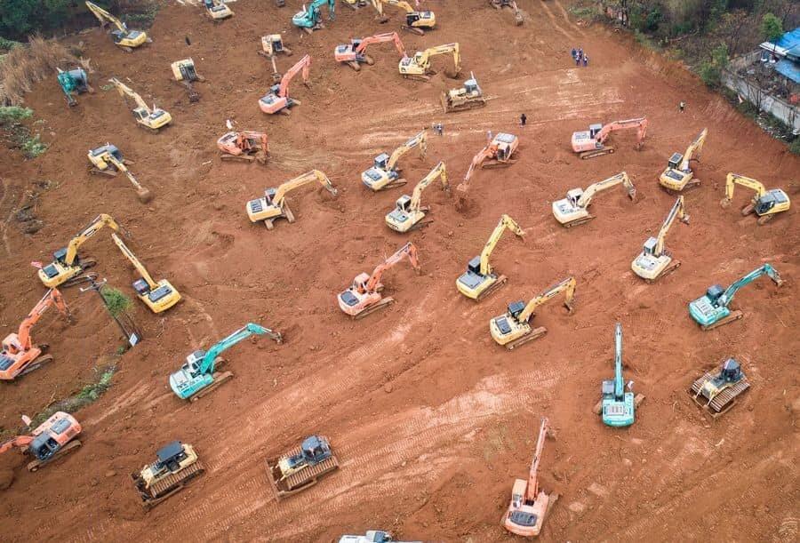 تصاویر هوایی از ساخت بیمارستان هزار تختخوابی در ۱۰روز | از کار شبانهروزی چینیها برای کنترل کرونا
