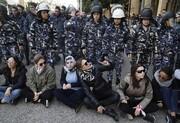 عکس روز | زنان معترض در برابر زنان پلیس