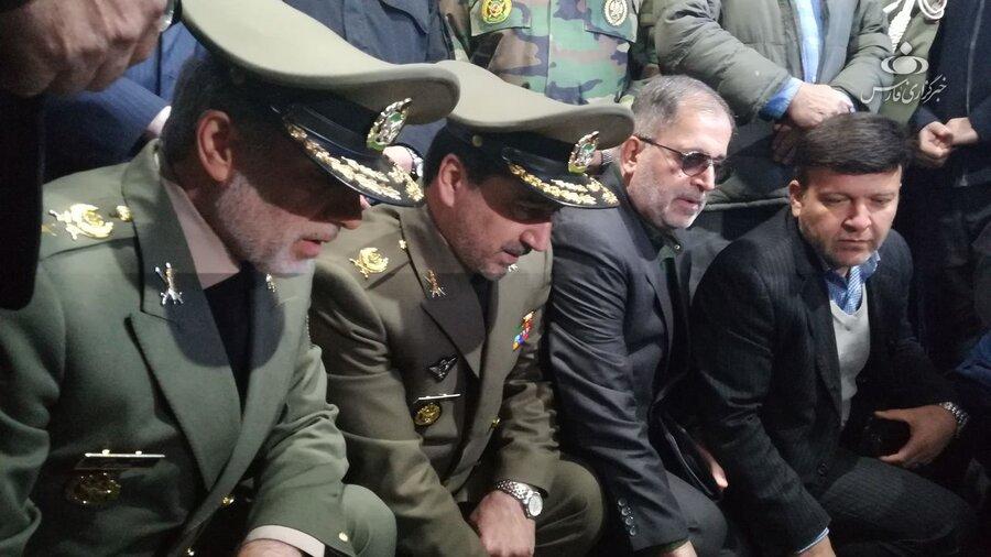 وزیر دفاع سر مزار سردار سلیمانی
