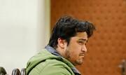 تصاویر | ژستهای «روح الله زم» در نخستین جلسه دادگاه | حجم پرونده مدیر کانال آمد نیوز